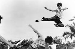 flying-kick-bruce-lee-26727091-1150-762