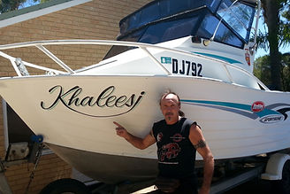 boat signwriting in paint