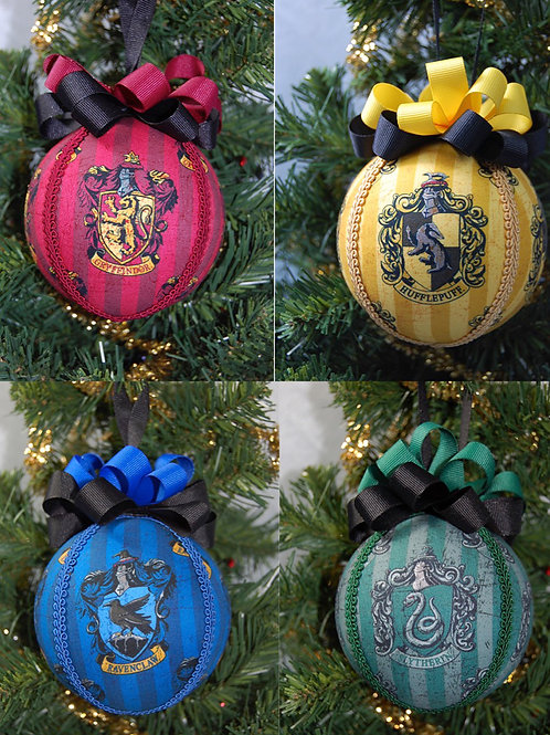 """Set of -4- Wizard house ornaments - 4"""""""