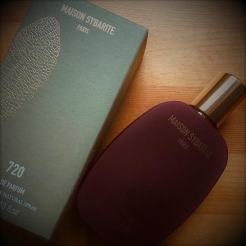 Maison Sybarite-  Fragrant Pleasure Seeking