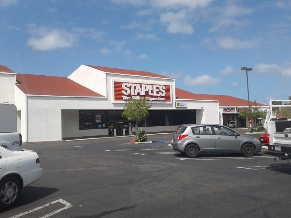 Staples on Pico Plaza going out of business in 2019.