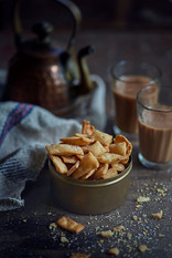 Creative collaboration: Thooda Aur, Mumbai, India.  Food styling | Food Photography | Namak Para | mommade | homemade | snacks | munching