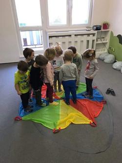 Cvičíme s padákem