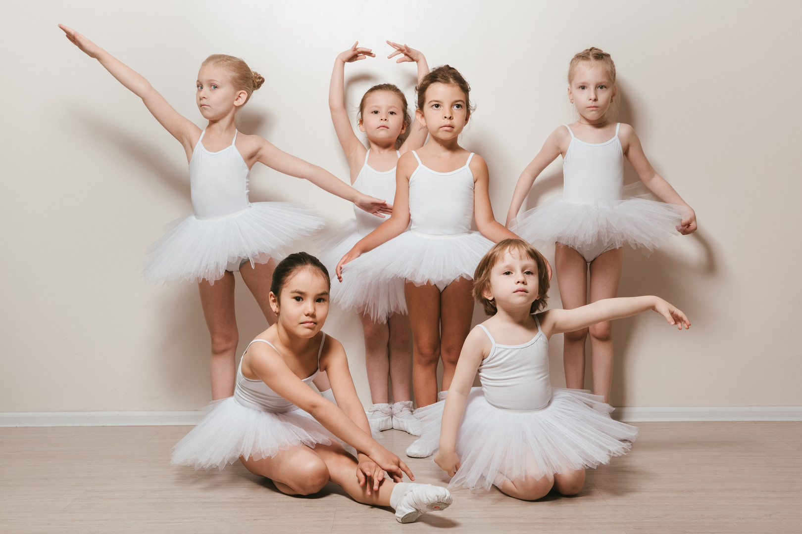 шесть маленьких балерин