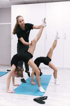 Гимнастические тренировки у школьников