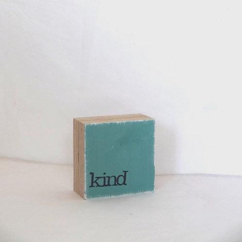 Mini Text-Holzblock, 'Kind' taubenblau