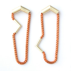 Earrings:Linear