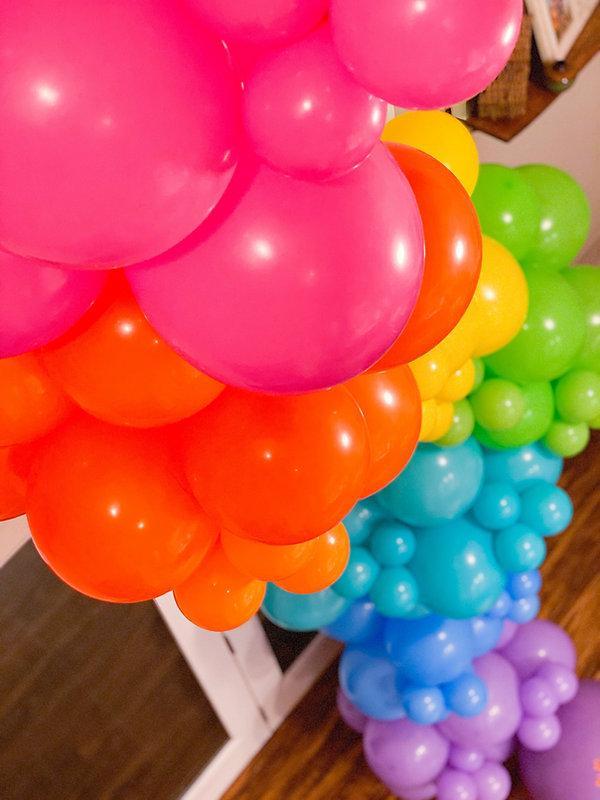 Balloon garland rainbow
