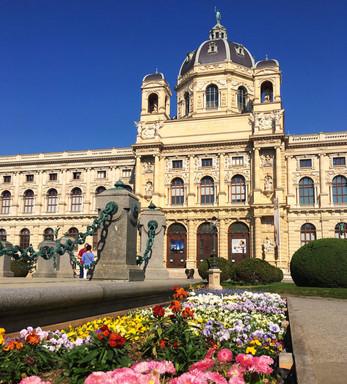 """Os museus """"gêmeos"""" na praça Maria-Theresien"""