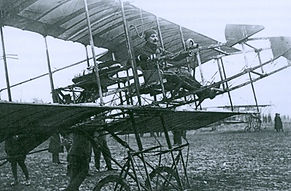 Louis GAUDART aux commandes de son laboratoire volant