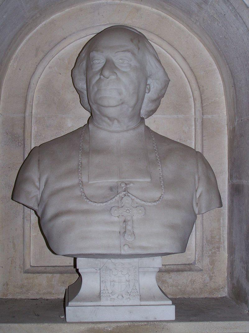 Mgr_Cortet_dans_l'église_Saint-Romain_de_Château-Chinon