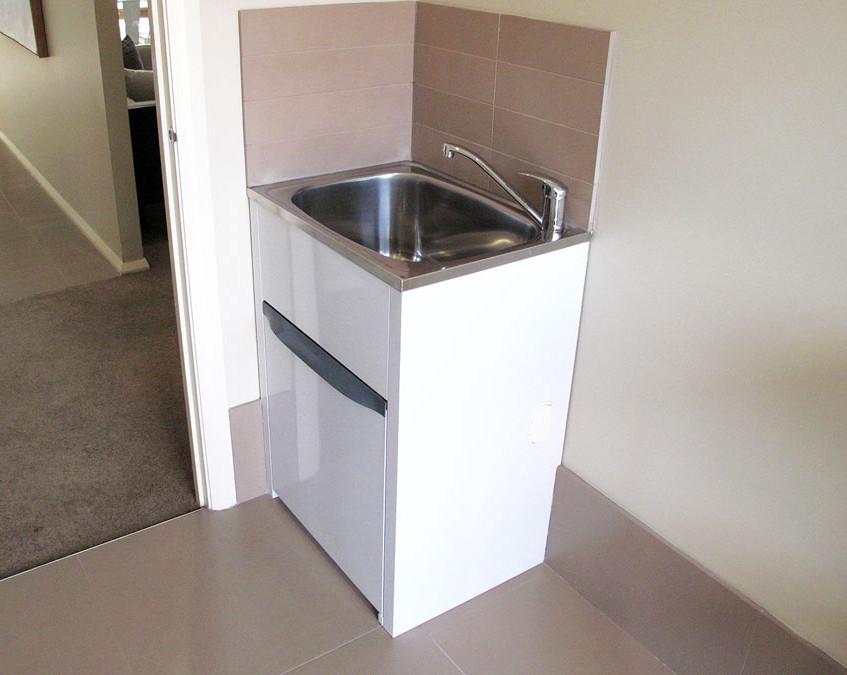 standard laundry tub