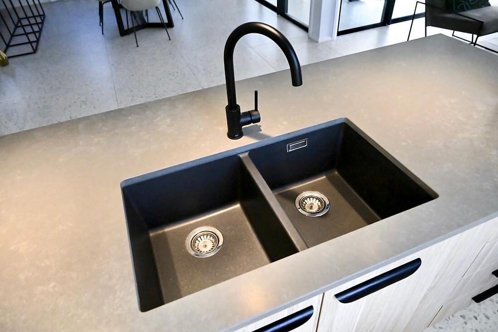 the undermount kitchen sink