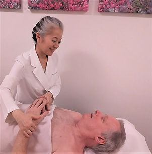 Naomi Takazawa welch is checking the patient's pulse of both wrists.