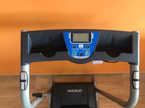 2332d41a6 A esteira elétrica Weslo Cadence 6700 suporta até 120 kg