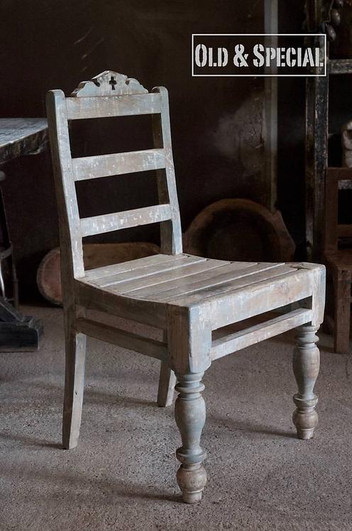 Oude stoel van teakhout