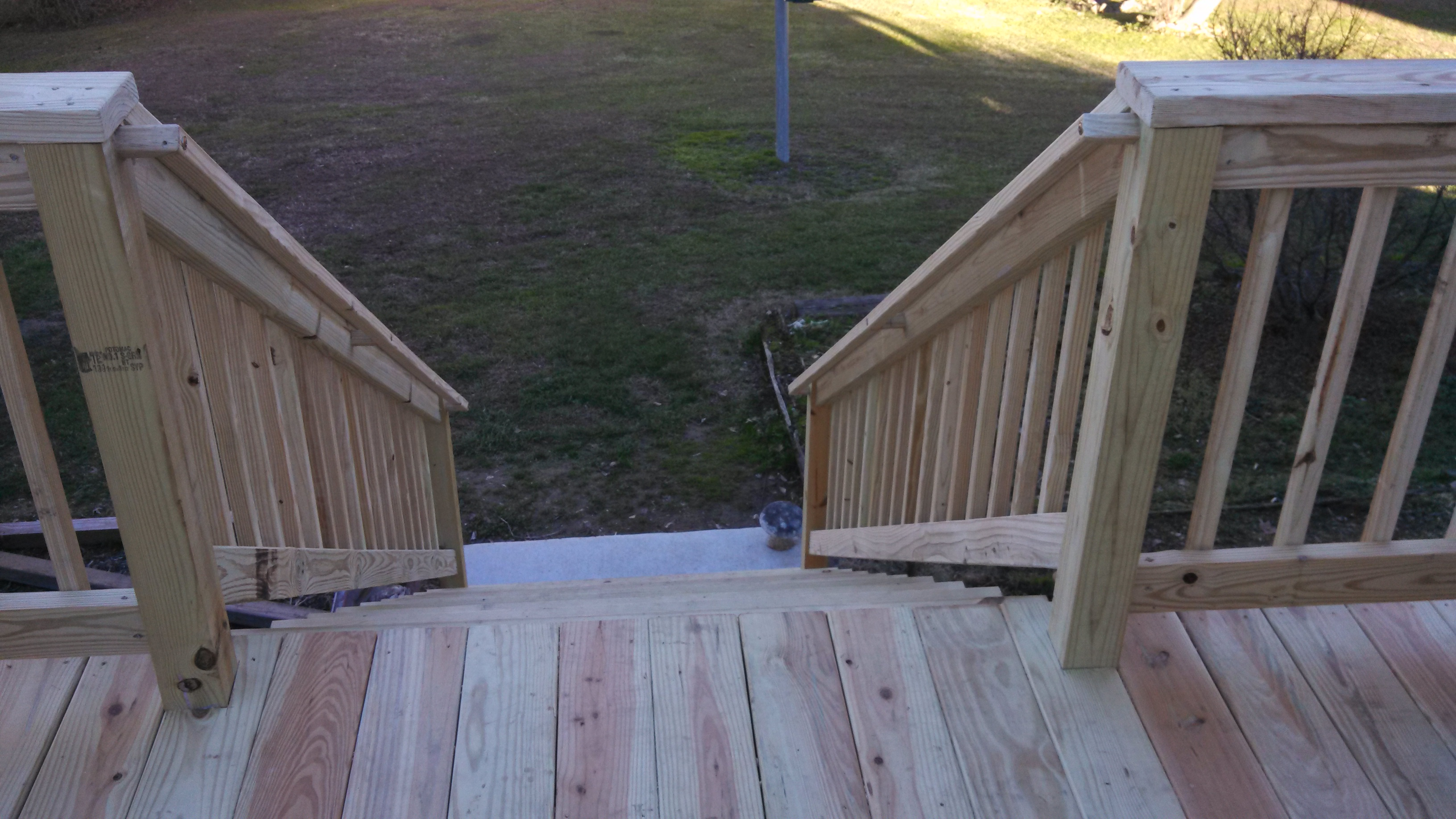 Nice wide stairs with graspable hand