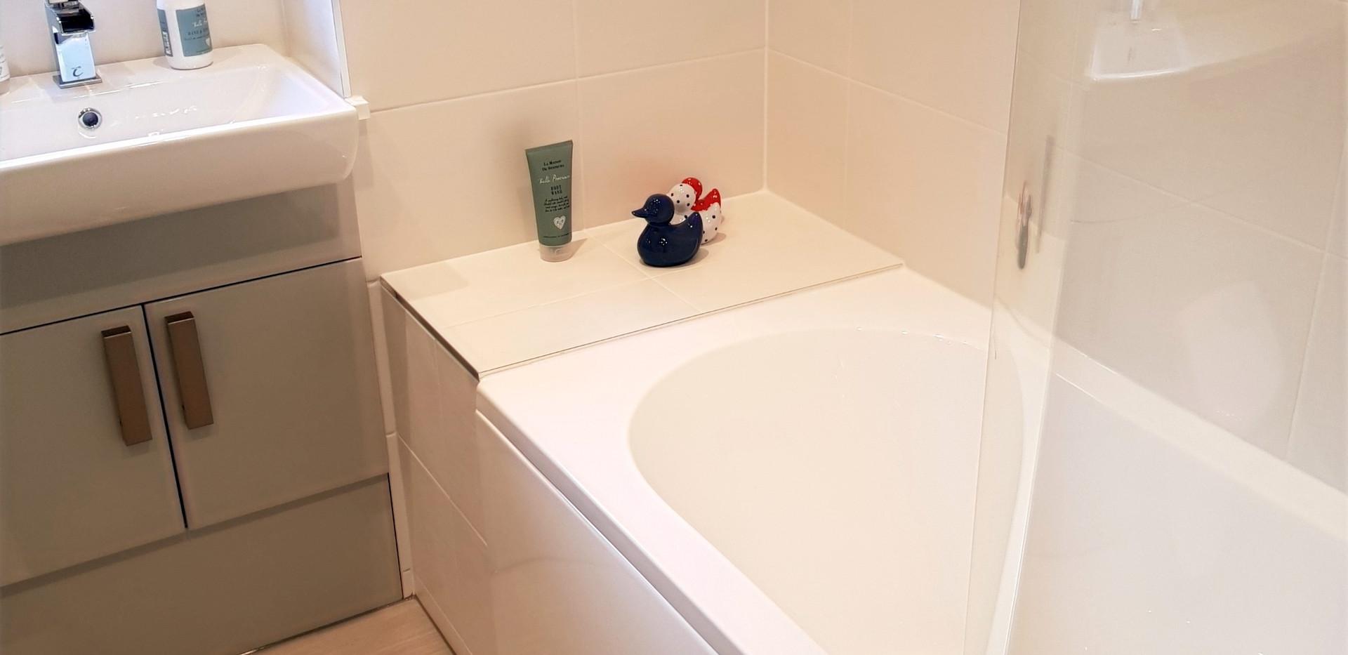 Bathroom D bath sink unit flooring tiling