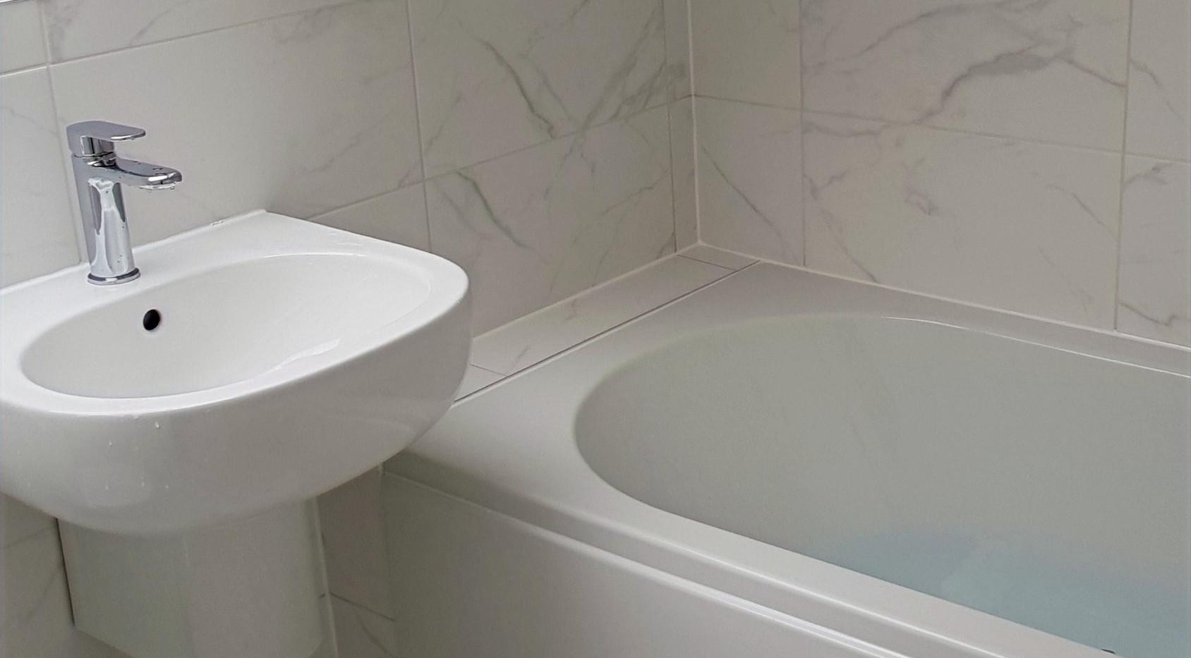 Bathroom tiling flooring bath sink