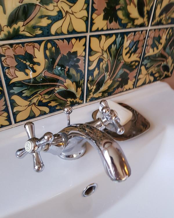 Sink taps tiling
