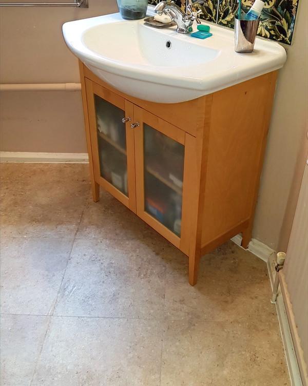 Bathroom sink tiling