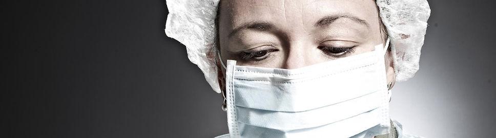 Dr. Pignolet pendant une chirurgie
