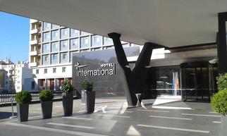 Hotel International Brno jede na medu