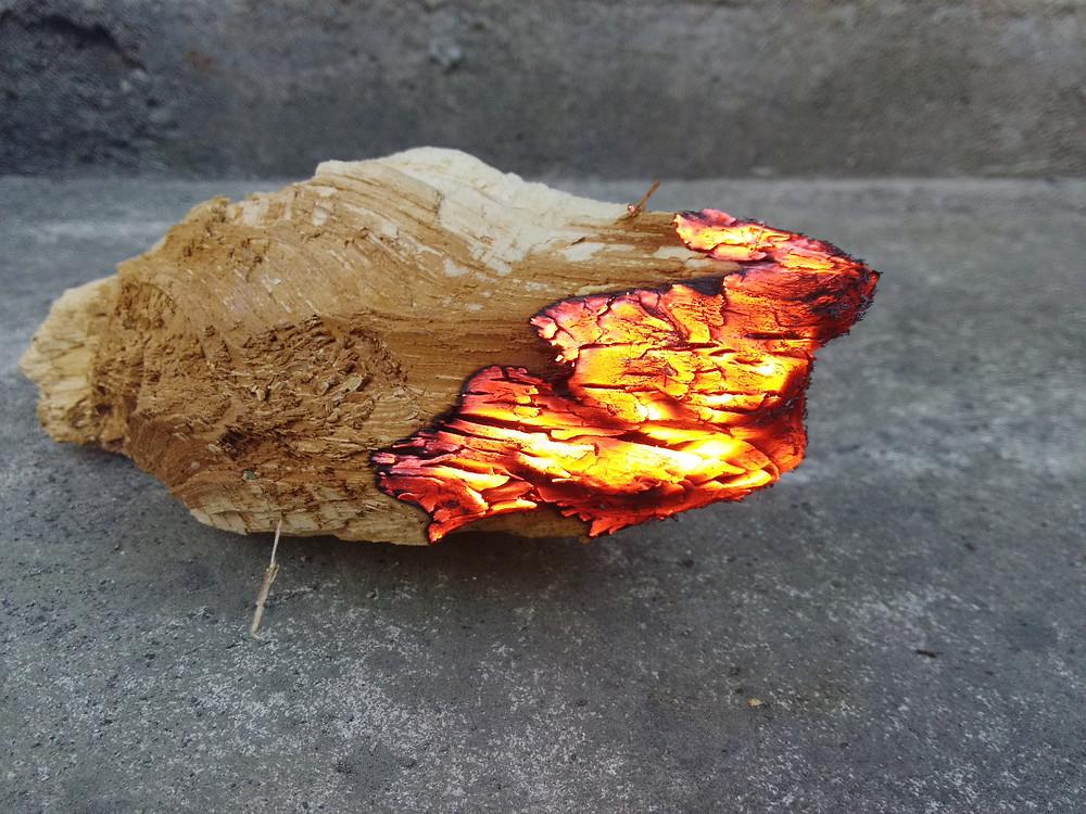 Troud pomalu hoří