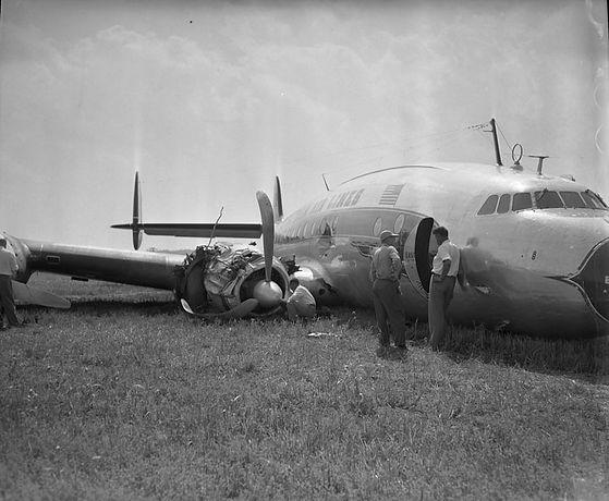 Eastern_Air_Liner_crash_landing,_Curles_