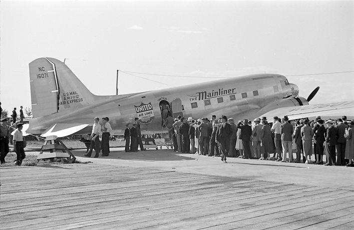DC-3A_United_Air_Lines_NC_16071.jpg
