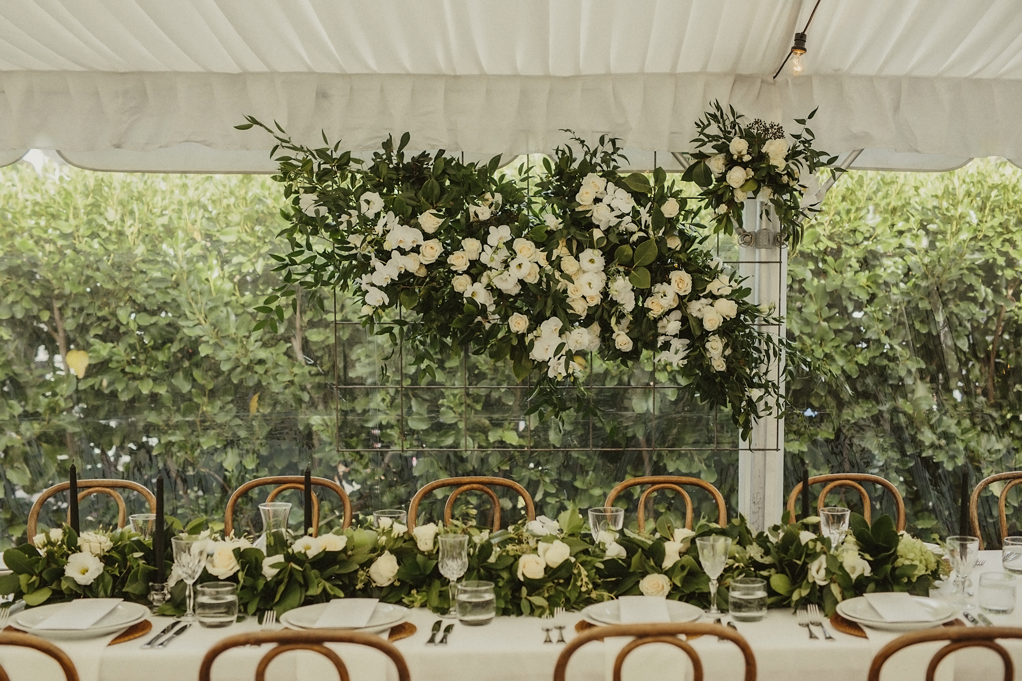 head table floral installation