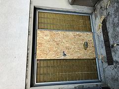 panneaux sur portes et fenêtres