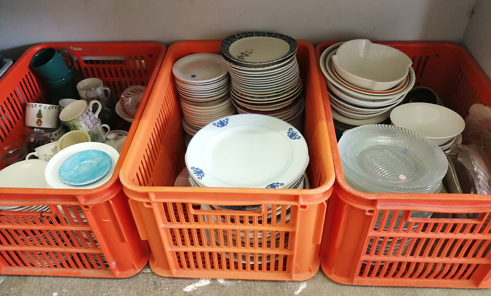 Secondhand kitchen items priced @ each