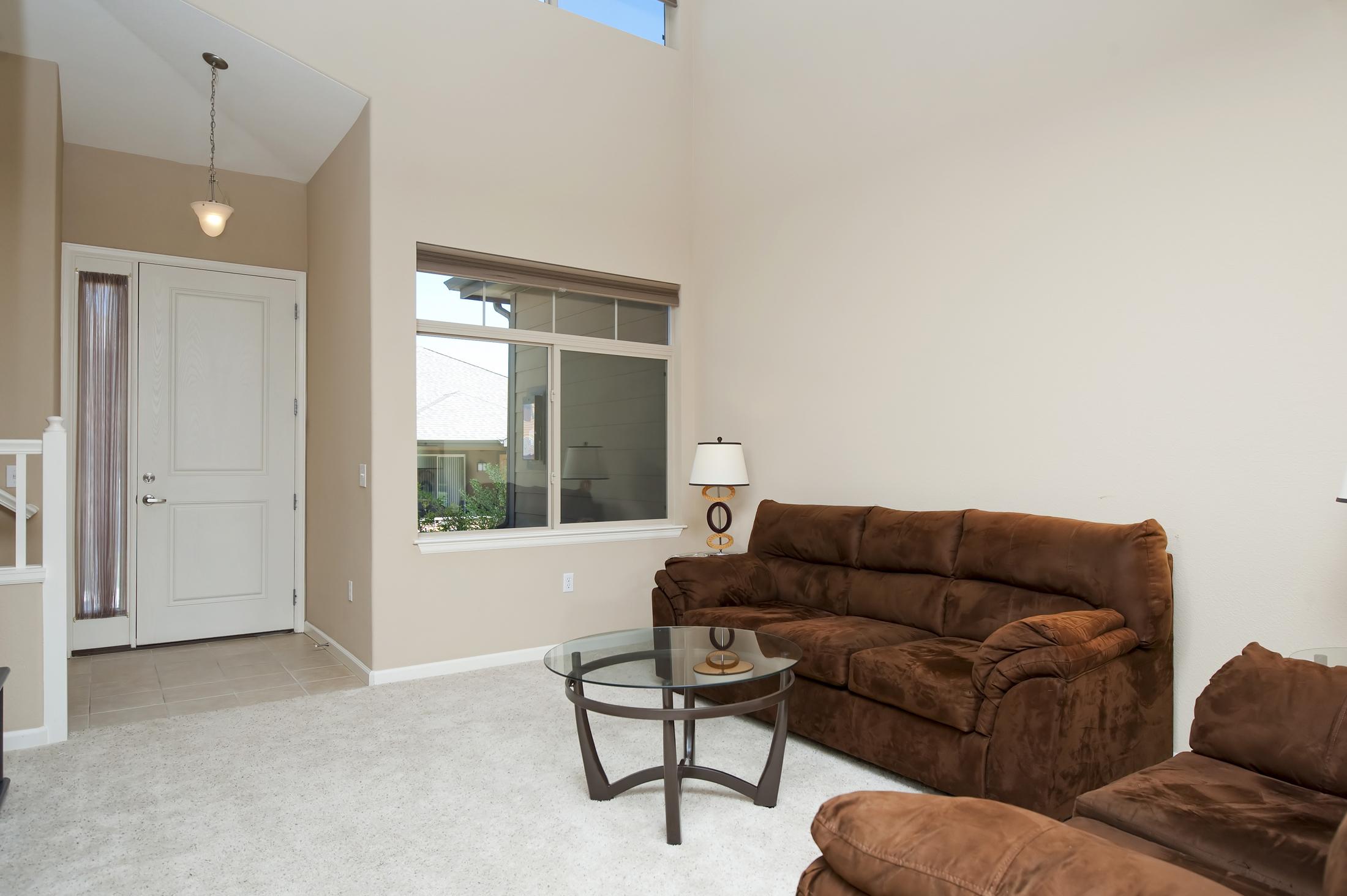 Living Room 05-1.jpg