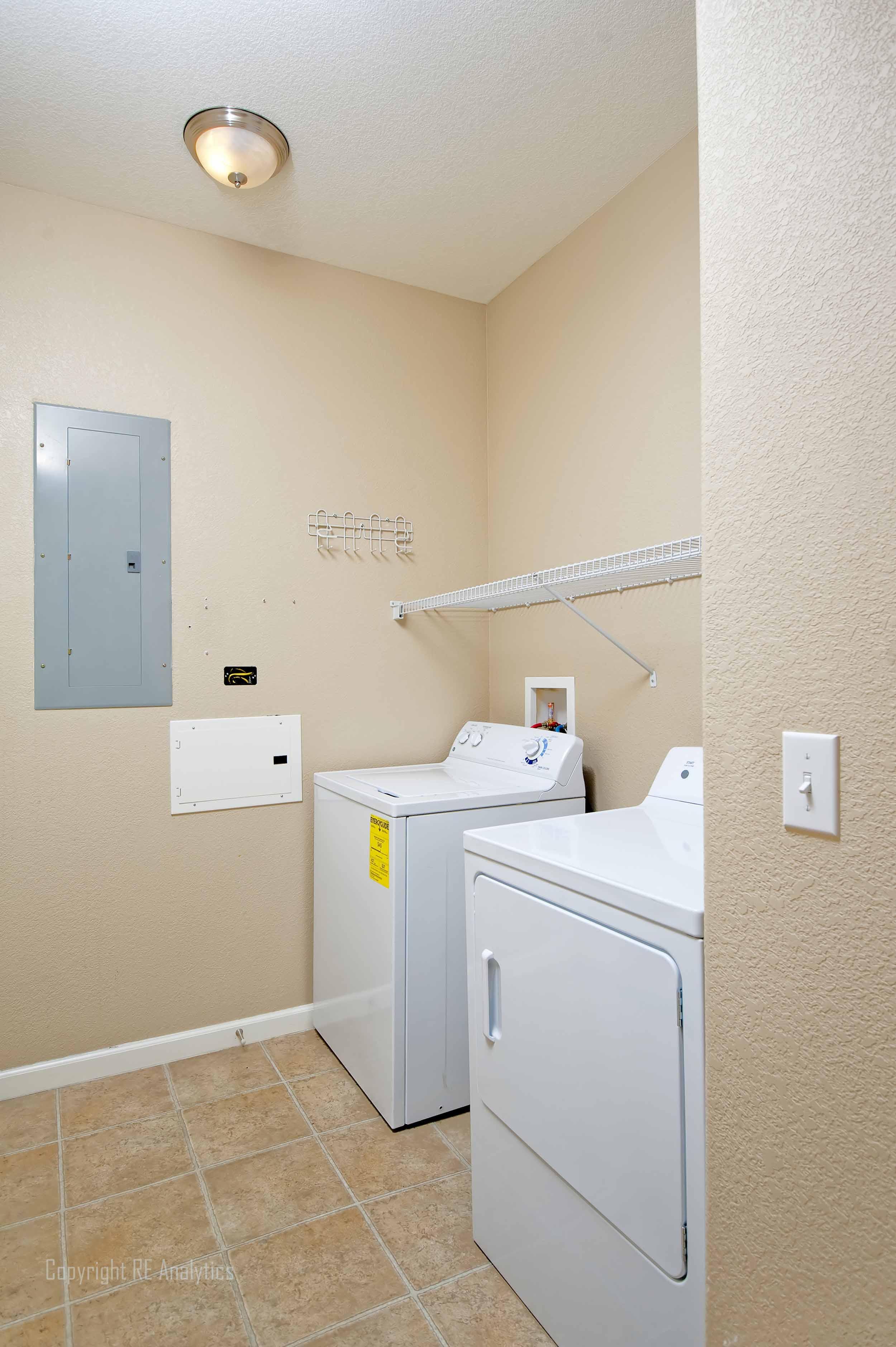 Laundry Room 33-1.jpg