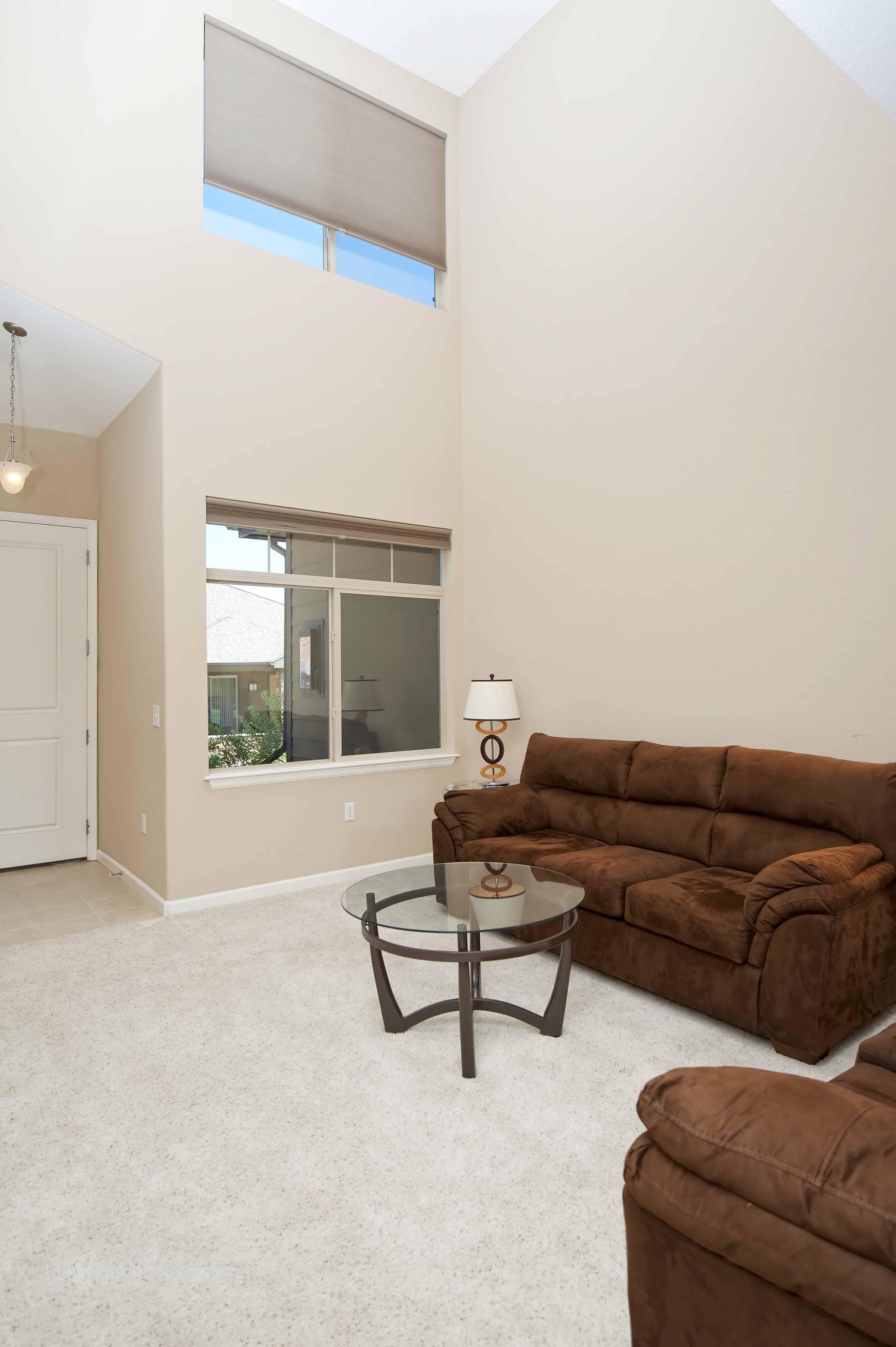 Living Room 06-1.jpg