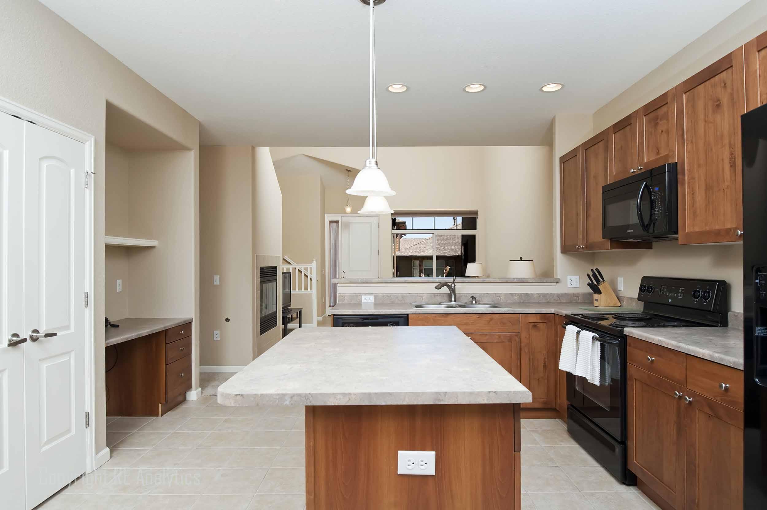 Kitchen 09a.jpg