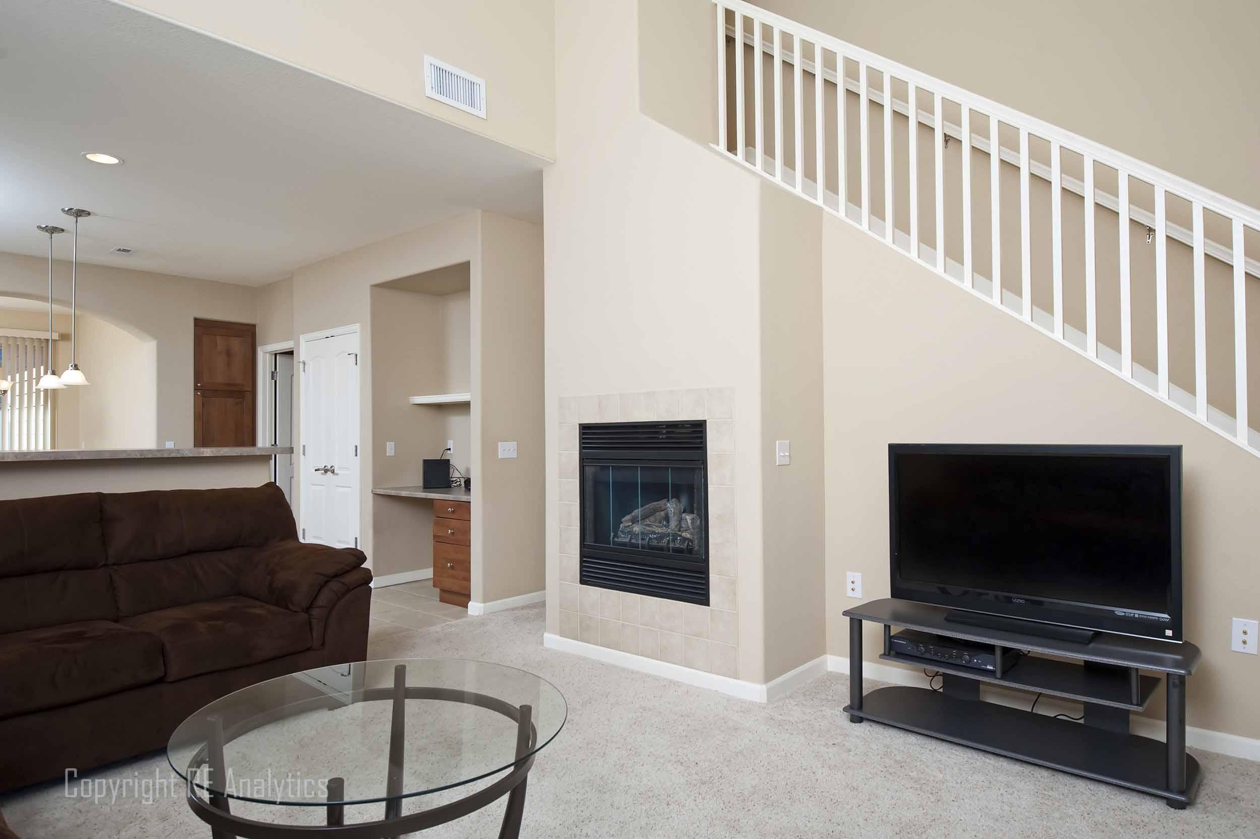 Living Room 04-1.jpg