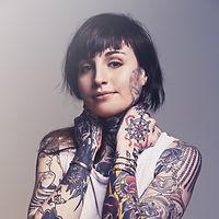 membro cannabis social club a barcellona ragazza tatuata