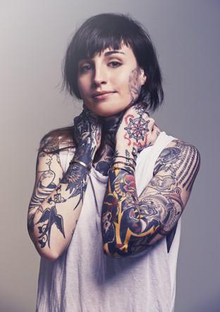 menina Tattooed