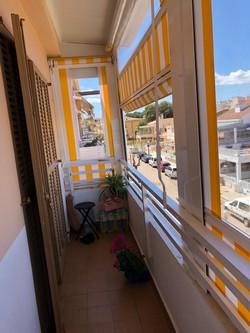 Toldos bajantes con guías, ventanas y traveseros