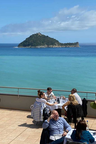 lunch_terrace3.jpg