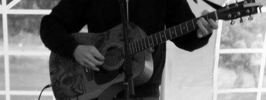 Mid shot of an acousitc guitar.