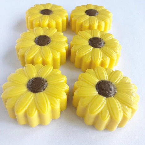 Sunflower chocolate covered Oreos