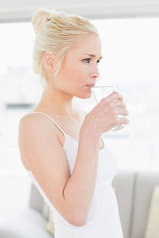 drinking_water_girl_800px.jpg