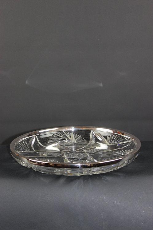 Kristallschale mit Silberrand.