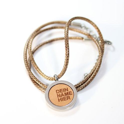 Personalisierte Halskette mit Birnenholz
