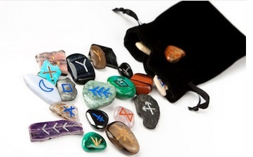 Black Spell Bag Carrying Assorted-Colored Rune Stones