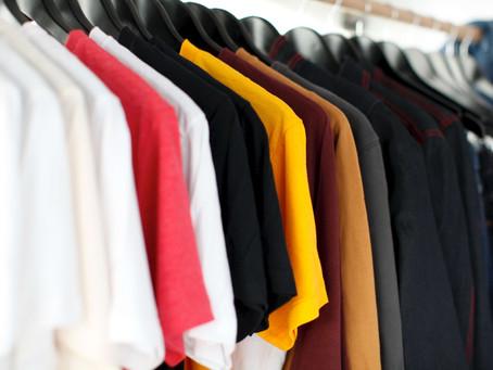 Como organizar uma loja de roupas em um espaço pequeno