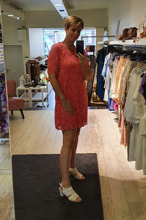 Korte jurk in kant met stretch exclusief ontwerp M'bleem